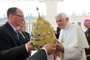 Tiara Benedicto XVI